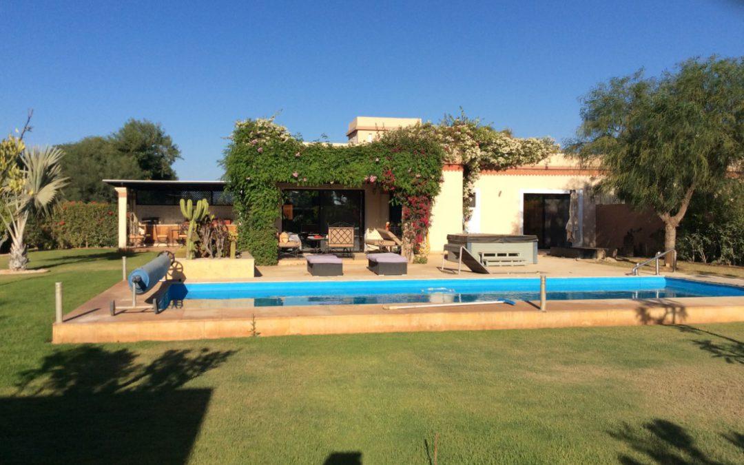 Belle villa à vendre 950 m avec grande piscine privée